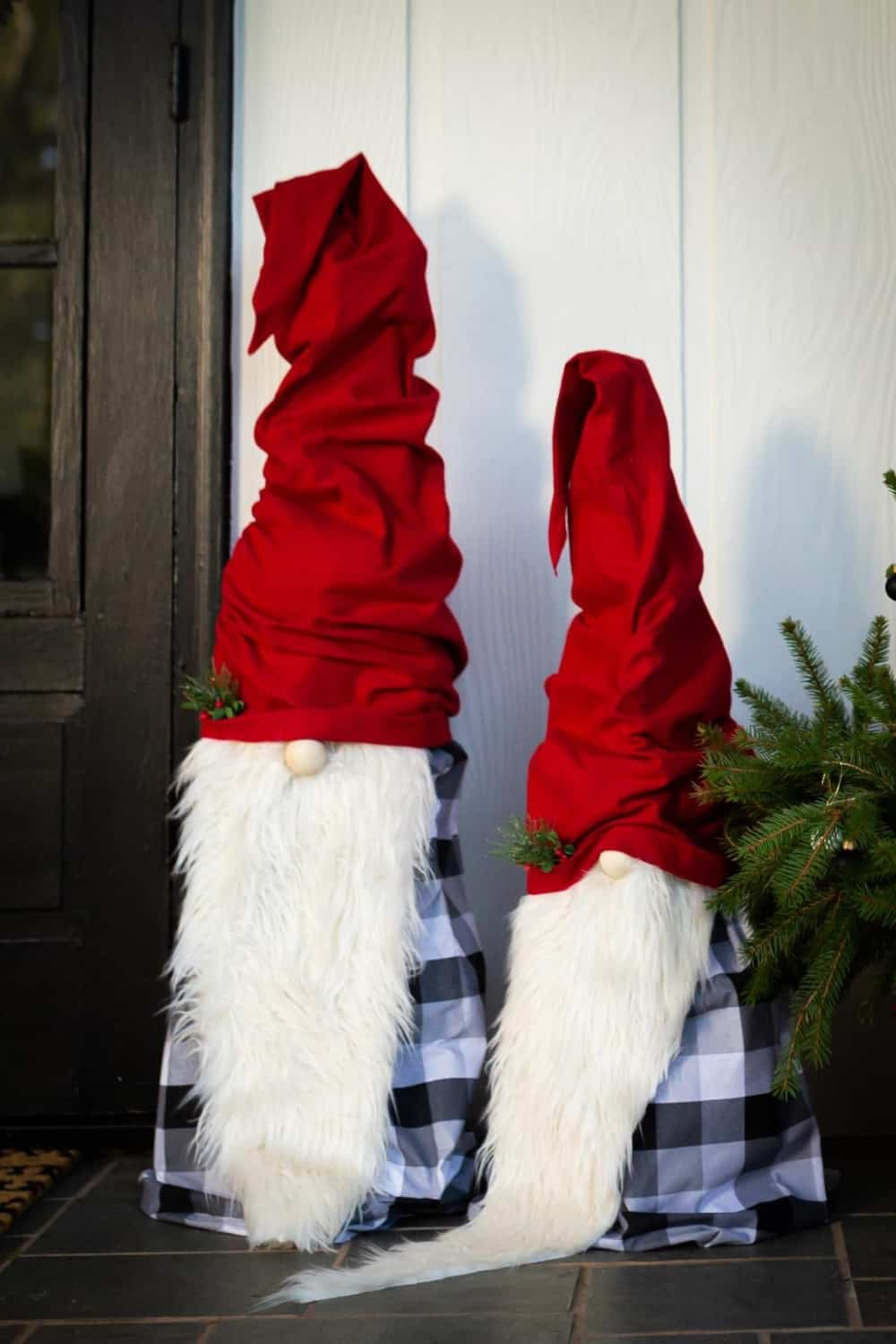 DIY Christmas gnomes-tomato cage gnomes for front porch
